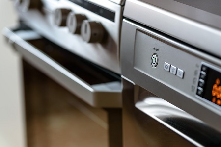 Top Reasons Why Hiring Oven Cleaners Is Better Than Using The Self Cleaning Feature