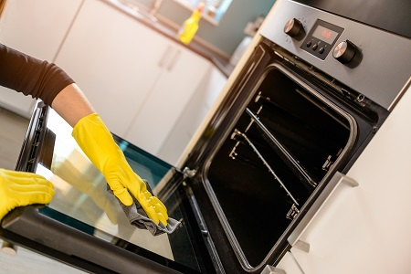 A few tips that make oven cleaning easy